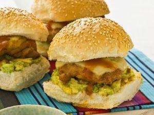 Hähnchenburger mit Guacamole und Salsa Rezept