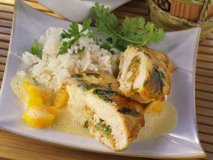 Hähnchenfilet mit Füllung, dazu Mangosoße und Korianderreis Rezept