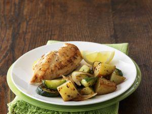 Hähnchenfilet mit Kartoffeln und Zucchini Rezept
