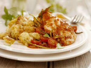 Hähnchenfilet mit Tomatensoße und überbackenem Blumenkohl Rezept