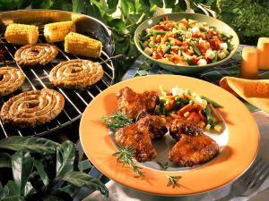 Hähnchenflügel, Wurst und Mais vom Grill Rezept