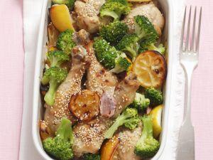 Hähnchenkeulen mit Broccoli, Sesam und Zitronen Rezept
