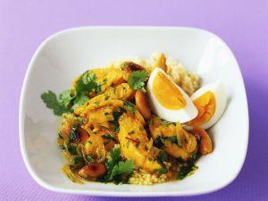 Hähnchenragout mit Ei und Mandeln dazu Couscous Rezept