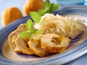 Hähnchenroulade mit Aprikosen gefüllt dazu Mandelreis Rezept
