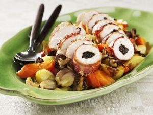 Hähnchenroulade mit Zwetschgen gefüllt dazu Gemüse Rezept