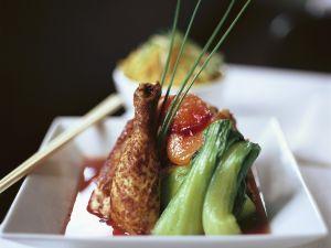 Hähnchenschlegel mit Pak Choy und Obst Rezept