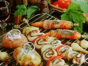 Hähnchenspieße mit Kartoffeln und Möhren Rezept