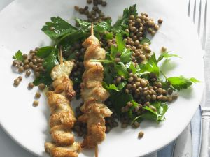 Hähnchenspieße mit Linsensalat Rezept