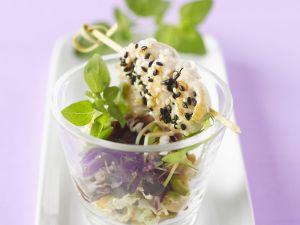 Hähnchenspieße mit Sesam und Blattsalat Rezept