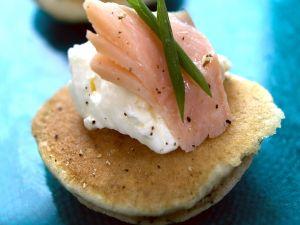 Häppchen mit Frischkäse und Forelle Rezept