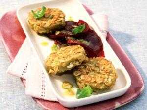 Haferflocken-Taler mit Pesto und Roter Bete Rezept