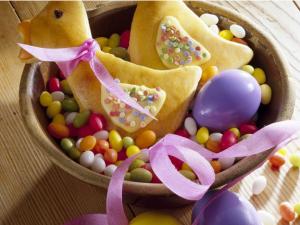 Hefegebäck: Hasen, Zöpfe und Kränze zu Ostern