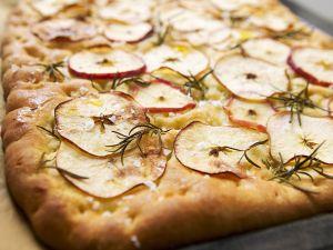 Hefebrot mit Apfel Rezept