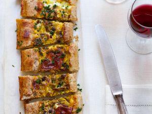 Hefefladen mit Pilzen und Käse Rezept