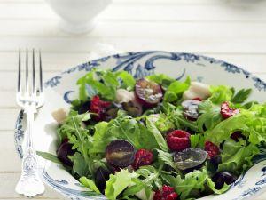 Herbstlicher Salat mit Himbeeren und Trauben Rezept