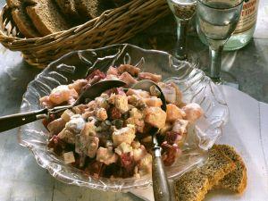 Herings-Kartoffel-Salat mit Gurke und Roter Bete Rezept