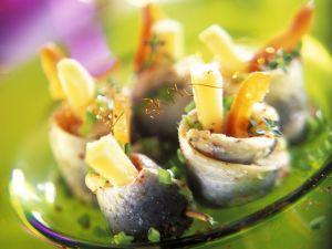 Heringsrollen mit Paprika und Käse gefüllt Rezept