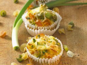 Herzhafte Muffins mit Nudeln und Lauch Rezept