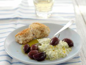 Herzhafter Joghurt auf griechische Art (Tzatziki) mit Kalamata-Oliven Rezept