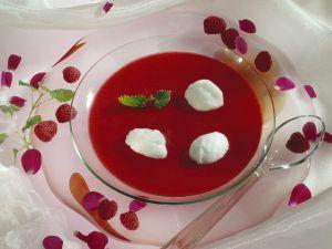 Himbeersuppe mit Schneenockerl Rezept