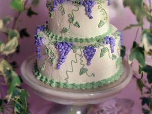 Hochzeitstorte mit Weinblättern und Trauben Rezept
