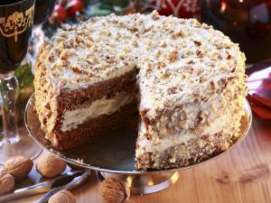 Honig-Nuss-Torte, angeschnitten Rezept