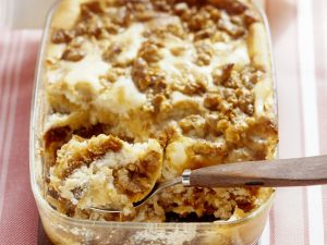 Honigkuchen-Apfel-Auflauf mit Nüssen Rezept