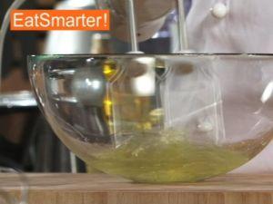 Wie Sie Eiweiß mit Zucker perfekt steifschlagen