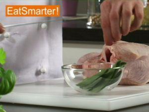 Wie Sie ein ganzes Hähnchen raffiniert mit Salbei würzen