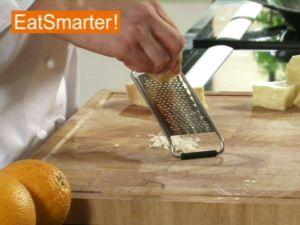 Wie Sie Parmesan oder Pecorino ganz einfach fein reiben
