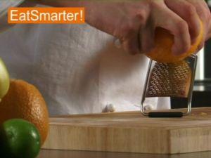 Wie Sie Orangenschale am besten fein abreiben