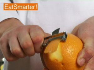 Wie Sie Orangenschale gekonnt in feine Streifen schneiden