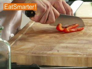 Wie Sie Paprikaschoten am besten in Würfel schneiden