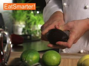 krokodil aus gurke k se und w rstchen rezept eat smarter. Black Bedroom Furniture Sets. Home Design Ideas