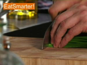 Wie Sie Schnittlauch am besten in feine Röllchen schneiden