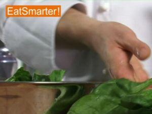 Wie Sie Spinat perfekt putzen und waschen