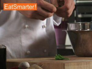 Wie Sie Spinat kinderleicht in Stücke zupfen