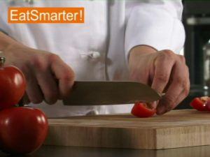 Wie Sie eine Tomate ganz einfach in kleine Würfel schneiden