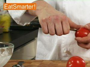 Wie Sie Tomaten richtig überbrühen und häuten