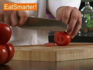 Wie Sie eine Tomate geschickt würfeln
