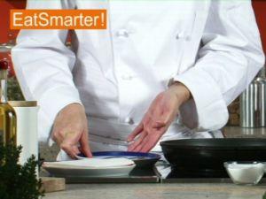 Wie Sie Sardinenfilets richtig braten und abtropfen lassen