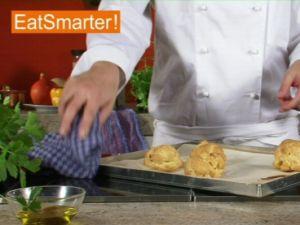 Wie Sie frisch gebackene Windbeutel mühelos aufschneiden
