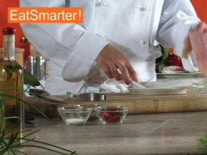 Wie Sie Rotbarschfilet gekonnt in dünne Scheiben schneiden