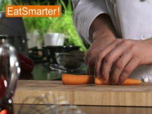 Wie Sie eine Möhre problemlos in Stifte schneiden
