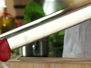 Wie Sie Sellerie mühelos in Scheiben hobeln
