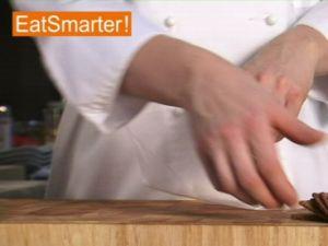 Wie Sie Butterkeks-Brösel kinderleicht herstellen