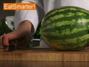 Wie Sie eine Wassermelone am besten würfeln