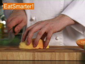 Wie Sie eine Papaya ganz einfach in Scheiben oder Würfel schneiden