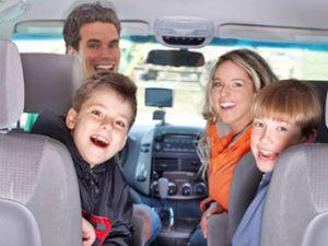 Die besten Tipps für das Reisen mit Kindern im Auto