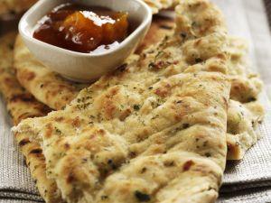 Indisches Fladenbrot (Naan) mit Mango-Chutney Rezept